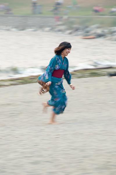 Running in a blue kimono